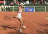 Extrem stöhnen beim Tennisspielen
