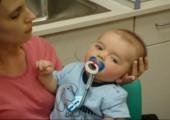 Cochleaimplantat lässt Baby wieder hören