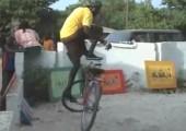 Afrikanischer Fahrradakrobat