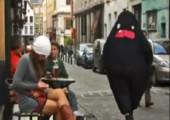 Pim der Freak wandert durch die Stadt