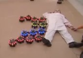 Swarm Bots - Roboterschwarm zieht Kind