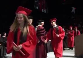 Freude bei der Abschlussfeier zeigen - FAIL