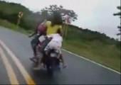 Ein Moped für fünf Leute