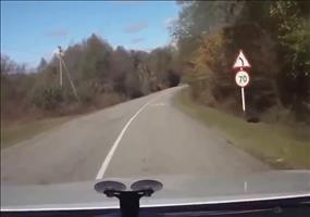Russen bleiben bei Autounfall verdammt gelassen