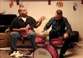 Slayer auf Kinderinstrumenten gespielt