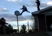 Sprung in einen Basketballkorb