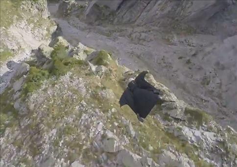 Richtig krasser Wingsuit Flug