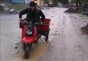 Wenn der Russe ne Runde mit dem Moped dreht