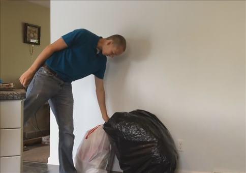 Streich: Kannst du mal eben den Müll rausbringen