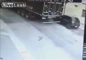 Wie man mit einem LKW ein Auto klaut