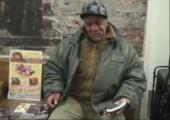 Obdachloser in New York mit einer sehr geilen Stimme