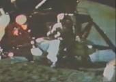 Der Feder und Hammer Test auf dem Mond
