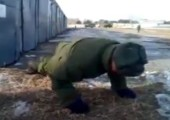 Extrem starker russischer Soldat