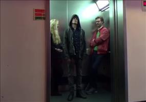 Streich: Der Jedi im Fahrstul