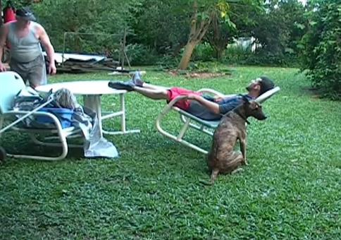 Streich: Stuhl umschubsen - FAIL