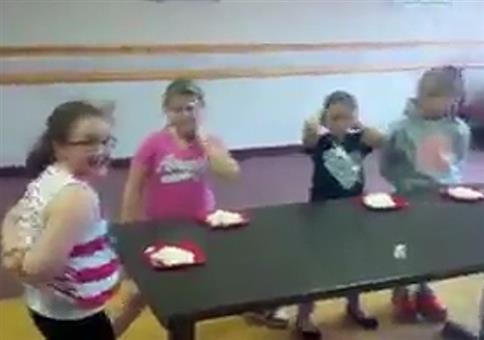 Kinder beim Wettessen