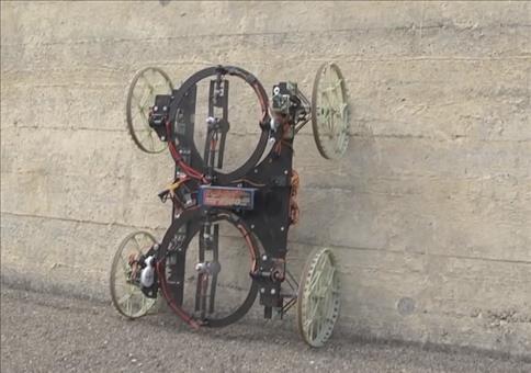 Roboter fährt Wände hoch