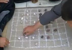 Kleine Lektion im Checkers spielen