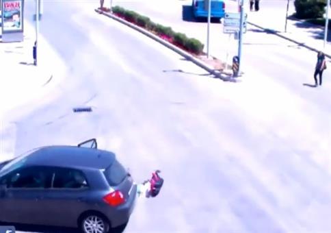 Kind plumpst aus Auto und die Situation eskaliert durchgehend