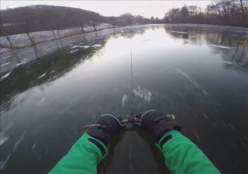 Sich mit 80 km/h über die Eisfläche ziehen lassen