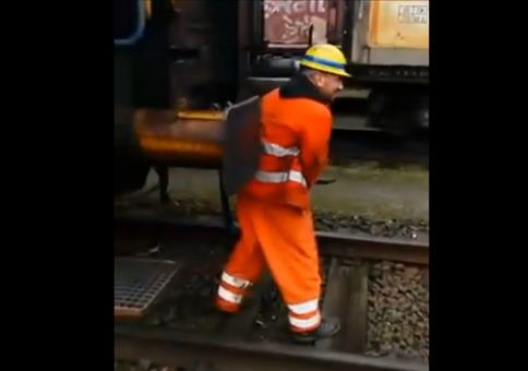 Eisenbahner mit Eiern aus Stahl
