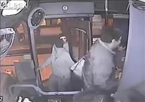 Karma: Diebe im Bus auf frischer Tat ertappt