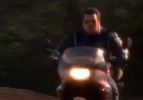 Motorradszene aus Hot Shots