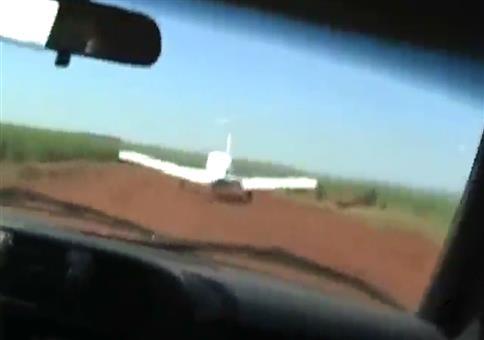 So stoppt die brasilianische Polizei ein Drogenflugzeug