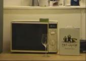 Der Weinkarton in der Mikrowelle