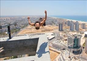 Fast ein Fail: Backflip in 150 Metern Höhe