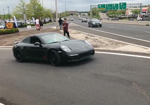 Der Horni führt seinen neuen Porsche vor