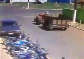 Kein Glückstag für diesen Traktorfahrer