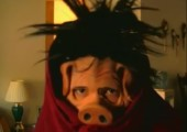 Vater mit Schweinemaske erschrecken