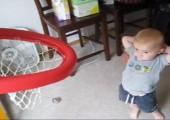 Kleines Basketballtalent