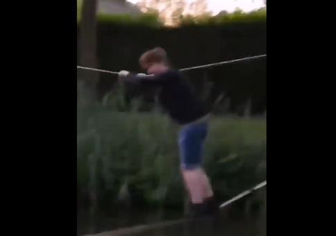 Mit den beiden Seilen übers Wasser