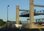 Schiff vs. Hubbrücke