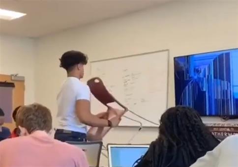 Prank: Plasma TV kaputt - Lehrer verarscht