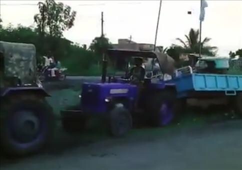 Traktor zieht Traktor