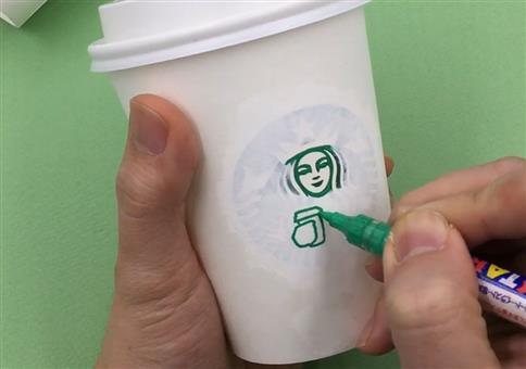 Kunst aus einem Starbucksbecher