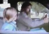 Chuck Norris sorgt mit Aids für gute Laune