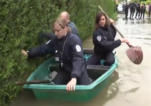 Französische Polizei auf einer Rettungsmission