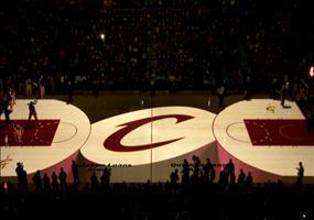 Krasse Beamer Show vor einem Basketballspiel