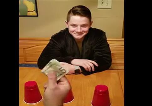 Beim Becherspiel Geld gewonnen