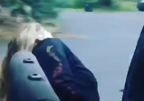 Autoschiebetür und ne Blondine