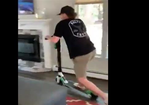 Mit dem E-Scooter in den Garten brettern