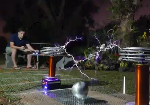 Toto von Africa gespielt mit Teslaspulen