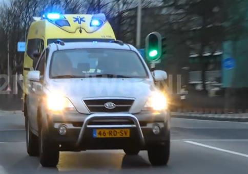 Arschloch vor Rettungswagen