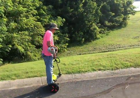 Hoverboard und Rasentrimmer - Eine geniale Kombi