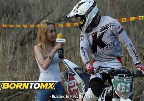 Reporterin beim Motocross