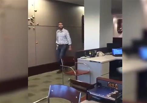 Streich im Büro: Münzen auf Monitor
